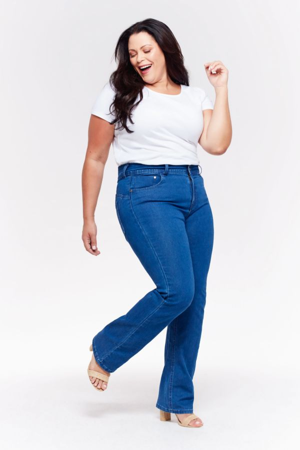 WONDERFIT STRAIGHT LEG DENIM JEANS