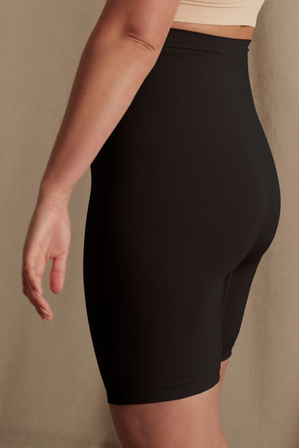 SEAMLESS SHAPER SHORTS